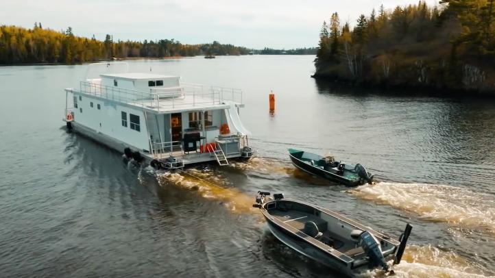 houseboat fishing